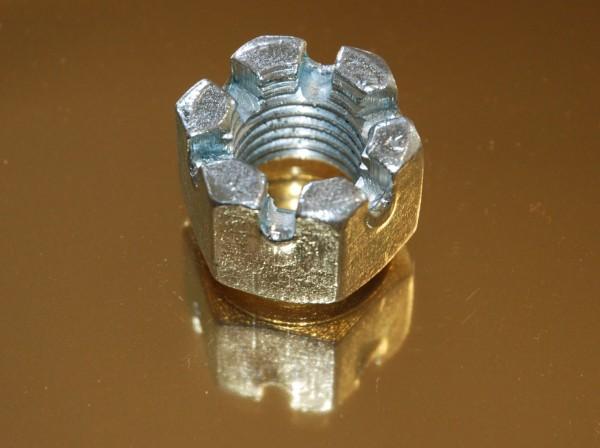 Nakrętki koronkowe DIN935
